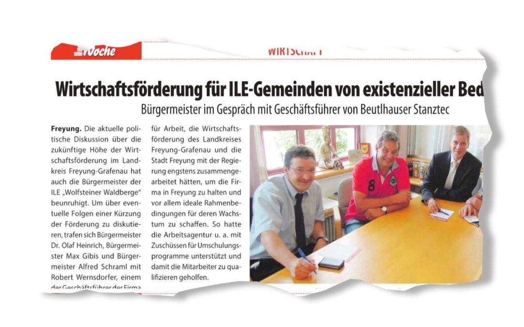 Bürgermeister im Gespräch mit Geschäftsführer von Beutlhauser Stanztec